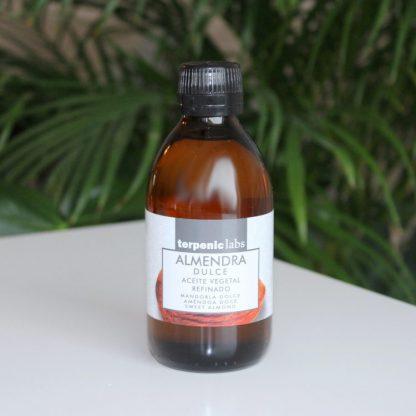 Jemný mandlový olej do kosmetiky
