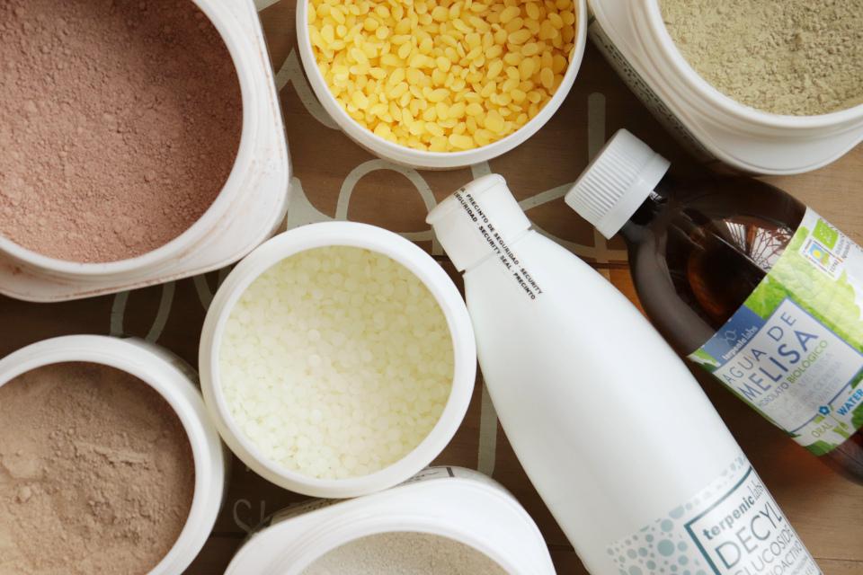 Kosmetické suroviny, esenciální oleje, oleje, hydroláty na váhu