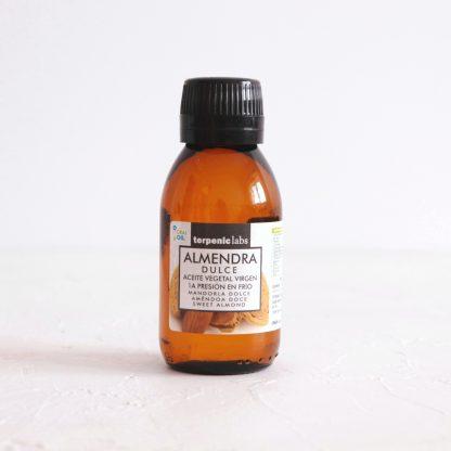 Mandlový olej panenský RAW pro vnitřní i kosmetické užití